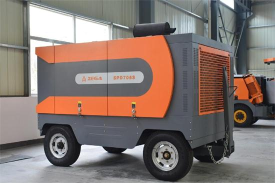 Portable Screw Air Compressor Driven By Cummins Diesel Engine