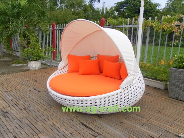 Evergreen Outdoor Wicker Sunbed With Canopy
