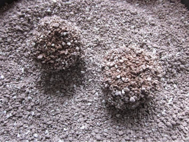 100% Natural Ultra Premium Bentonite Clumping Cat Sand