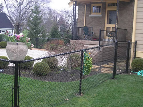 Black Chain Link Fence Ideal For Residential And Commercial Uses