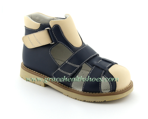 Children S Sandals Constructed Of Leather Material Sizes From 19 To 35