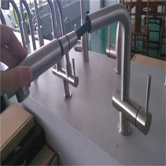 Cold And Hot Water Kitchen Faucet Pull Out