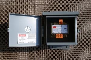 Dayton 4mtp1 Isolating Transformer W Enclosure 6x6x4 Raintight