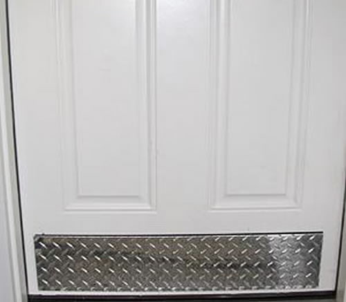 Diamond Plate Door Kick Gives A Clean And Undamaged
