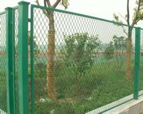 High Quality Pvc Coated Expanded Wire Mesh Fence