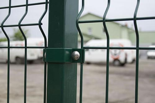 New Type Triangular Bending Wire Mesh Fence