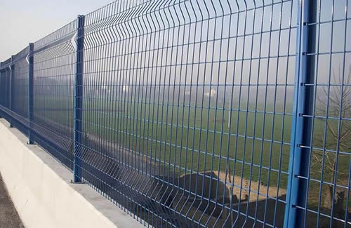 Square Post A Good Choice Of Holding Wire Mesh Fences