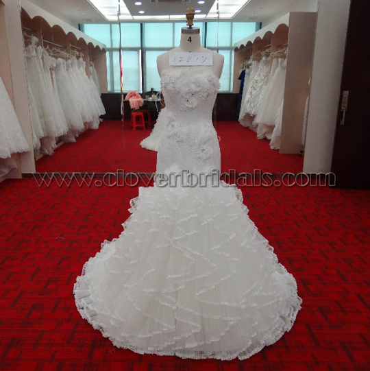 Trumpet Sweetheart Chapel Train Tulle Wedding Dress With Flower Decoration