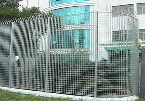 Weld Steel Grating Fence Used With Spikes For High Security