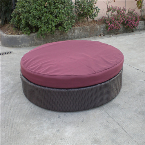 Classic Round Rattan Daybed