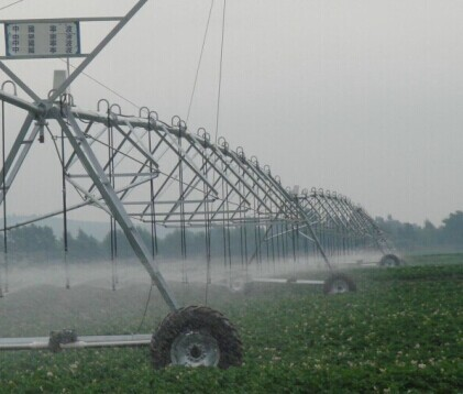 Traveling Agriculture Watering System Center Pivot Irrigation Equipment In